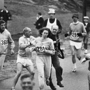 Kathrine Switzer fue la primera mujer que consiguió participar en una maratón. Descubre aquí su difícil historia. 2