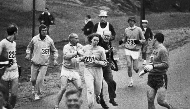 Kathrine Switzer fue la primera mujer que consiguió participar en una maratón. Descubre aquí su difícil historia. 18