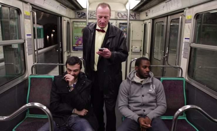 ¿Dónde se sentará el hombre de la foto? Excelente lección contra el racismo 2