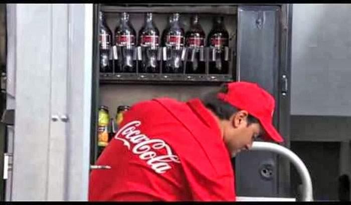 ¿Qué pasaría si Coca-Cola dijera la verdad en sus anuncios? Se vería así. Y sería su ruina. 12