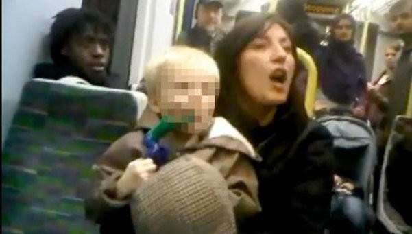 No imaginarías qué grita esta mujer a las personas que la rodean en el Metro 20
