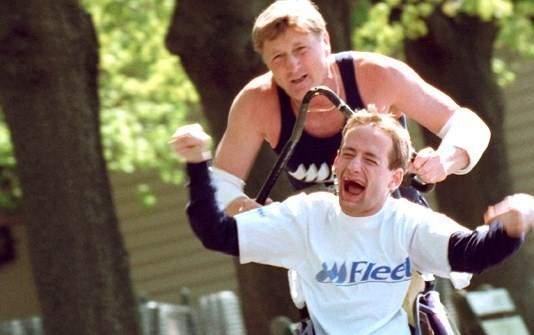 Un padre y su hijo discapacitado compiten juntos en carreras Ironman ¡Increíble historia de superación! 14