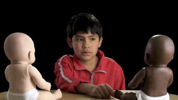 Preguntaron a niños si preferían el muñeco blanco o el negro y sus respuestas fueron sorprendentes 20