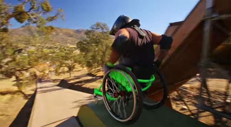 Un chico en silla de ruedas te dejará boquiabierto con lo que puede hacer con su fuerza de voluntad 14