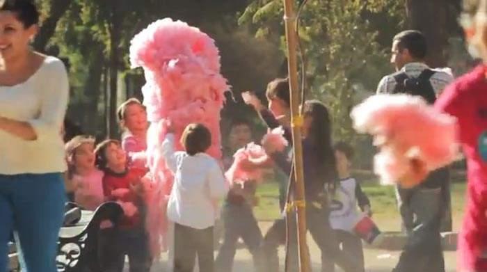 Esta campaña protagonizada por un algodón de azúcar tiene un importante aviso para los padres 8