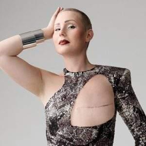 ¿Quién dijo que necesitas dos pechos para estar guapa? Cómo la moda naturaliza el cáncer de mama 9