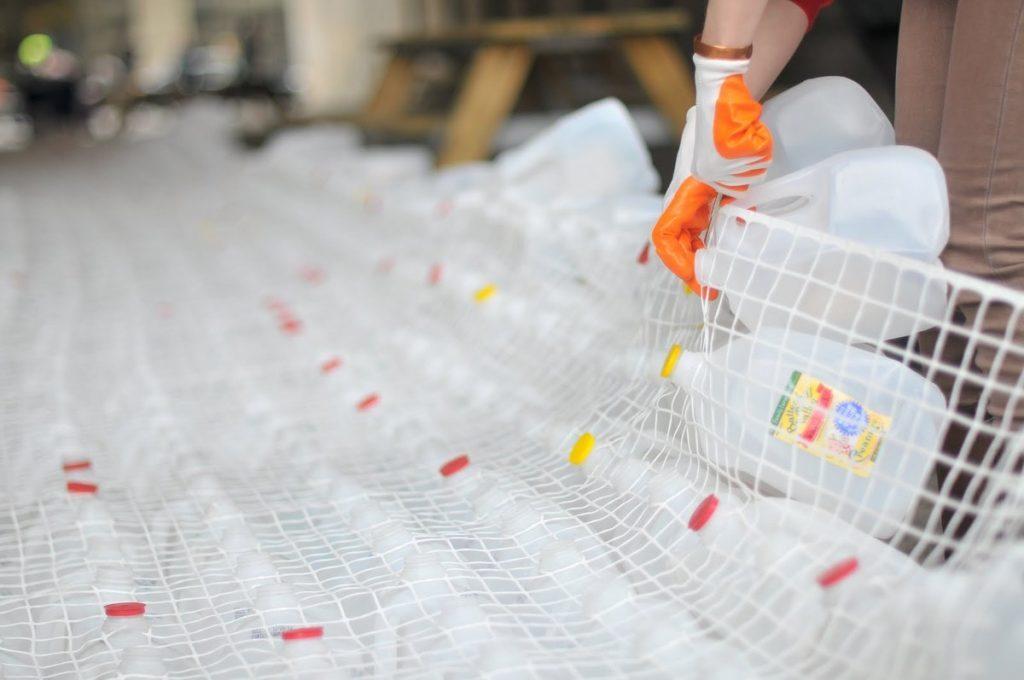 STUDIOKCA reciclaje intervención urbana diseño social plástico