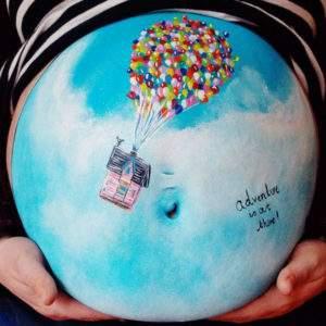 Esta artista utiliza las barrigas de mamás embarazadas como lienzo. Y a bebés y mamás les encanta 12