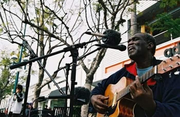 37 de los mejores músicos callejeros del mundo unidos en una misma canción ¡emocionante! 12