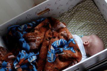 ¿Por qué en Finlandia los bebés duermen en cajas de cartón? 14