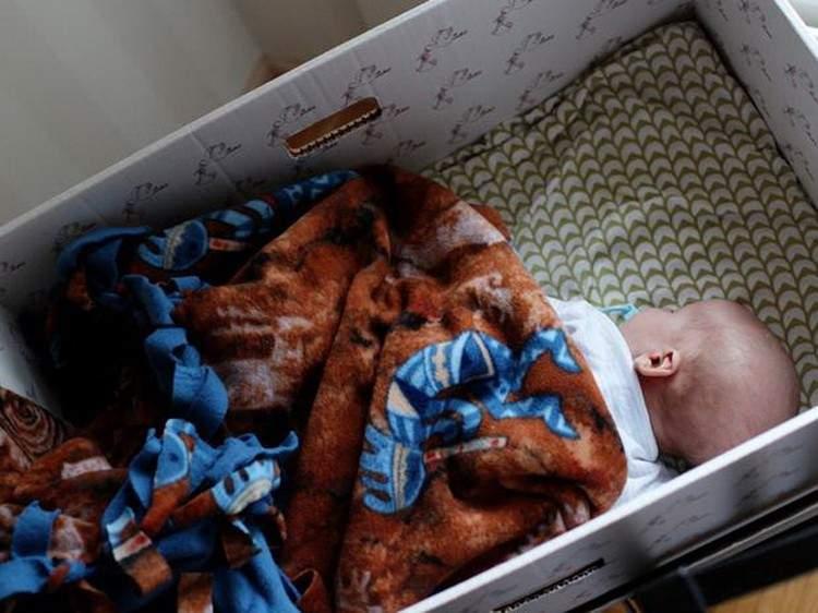 ¿Por qué en Finlandia los bebés duermen en cajas de cartón? 2