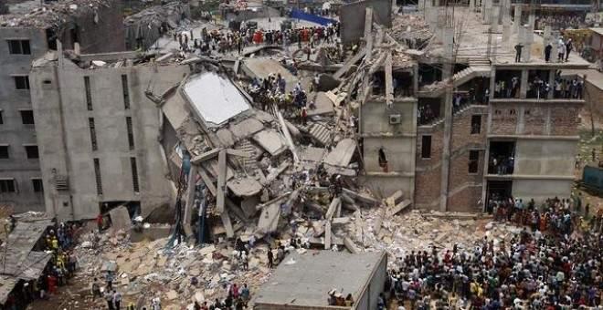 Derrumbe del complejo Rana Plaza en 2013 en Bangladesh, donde murieron más de un millar de trabajadoras.- EFE