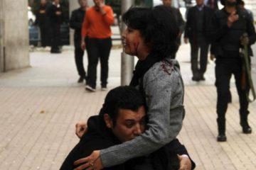 La imagen que enmudeció al mundo: una manifestante herida de muerte en Egipto 4