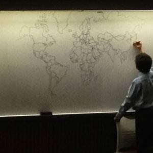 Un chico con autismo sorprende a todos con un detallado mapa del mundo dibujado de memoria 5