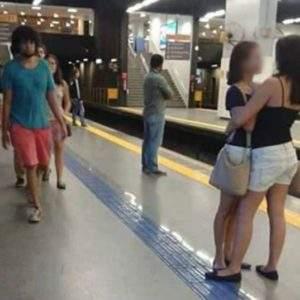 Nunca adivinarás porque la foto de estas mujeres abrazándose se volvió viral 2