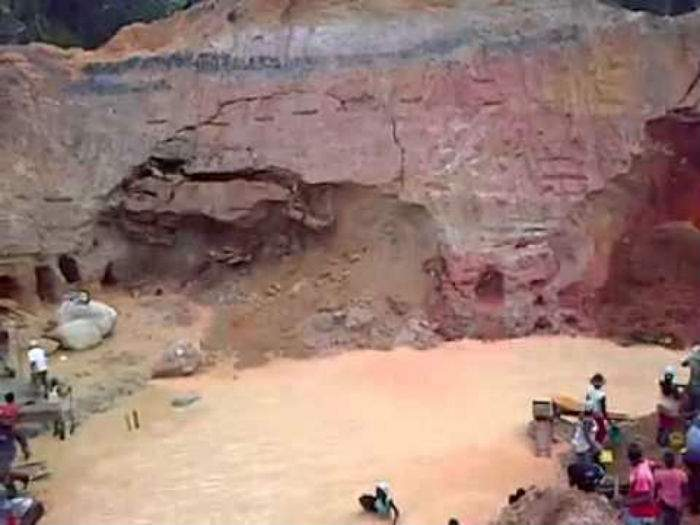 Así se hunde una mina de oro en Colombia 12