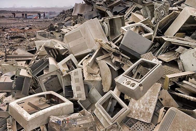 Vertedero en Accra (Ghana). Nuestra basura electrónica por lo general termina en los países del Tercer Mundo