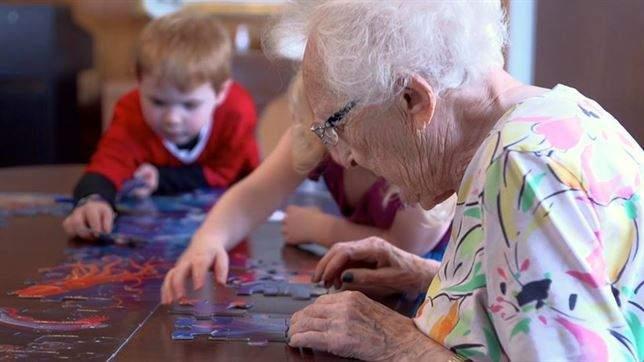 ¿Una guardería que también es residencia de ancianos? Este conmovedor vídeo se convertirá en documental 2