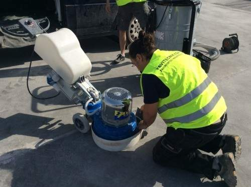 Máquina pulidora de suelos con soporte de diamante. Fuente: Pavitecnik.com