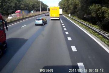 Espeluznante vídeo muestra por qué no debes cambiar de carril en el último segundo 40