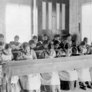 Desvelan el genocidio cultural que tuvo lugar durante 115 años en... ¿Canadá? 11