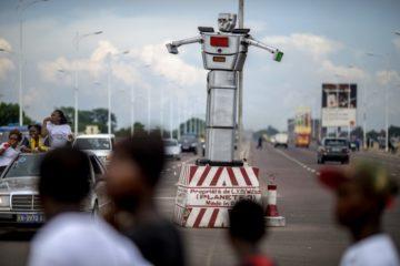Unos 'Robocops' están ayudando a resolver la congestión de tráfico en Kinshasa 10