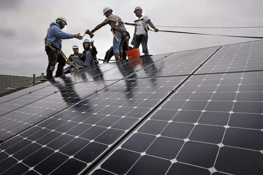 En California, regalan e instalan paneles solares a familias desfavorecidas 1
