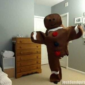 Este hombre con una sola pierna prepara un singular disfraz cada Halloween 6