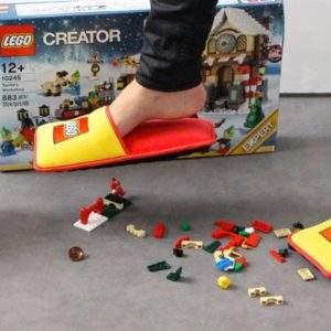 LEGO quiere protegerte del dolor que lleva generando durante 80 años en padres despistados 15