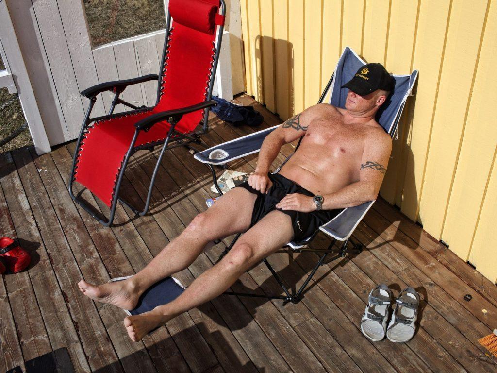 Un preso toma el sol. Marco di Lauro
