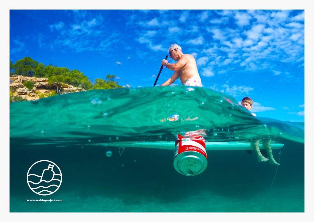 Idean un cubo de basura para los residuos flotantes en el mar