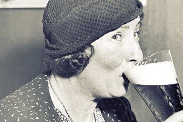 Olvídate de la leche con calcio, si eres mujer, ¡deberías beber cerveza para tus huesos! 11