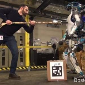 Conoce a Atlas, el robot de Google que camina, se levanta y carga objetos como los humanos 8