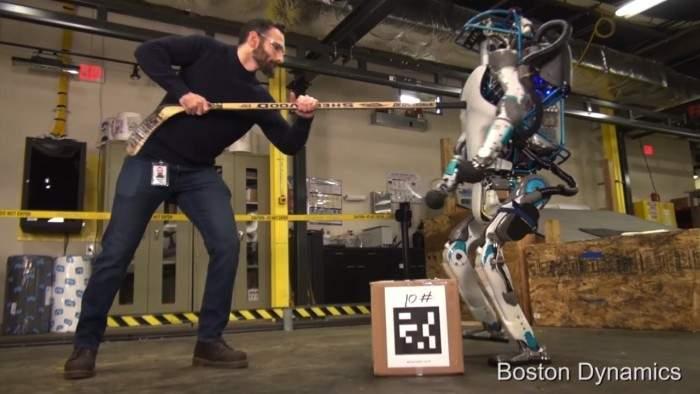 Conoce a Atlas, el robot de Google que camina, se levanta y carga objetos como los humanos 1