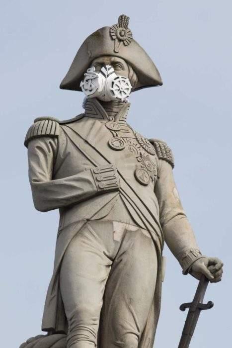 Greenpeace pone mascarillas anticontaminación a las estatuas de Londres para reclamar medidas 2