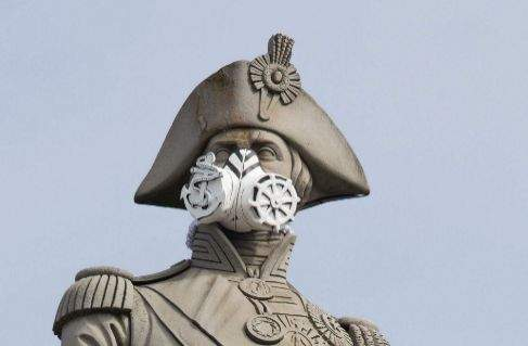 Greenpeace pone mascarillas anticontaminación a las estatuas de Londres para reclamar medidas 1