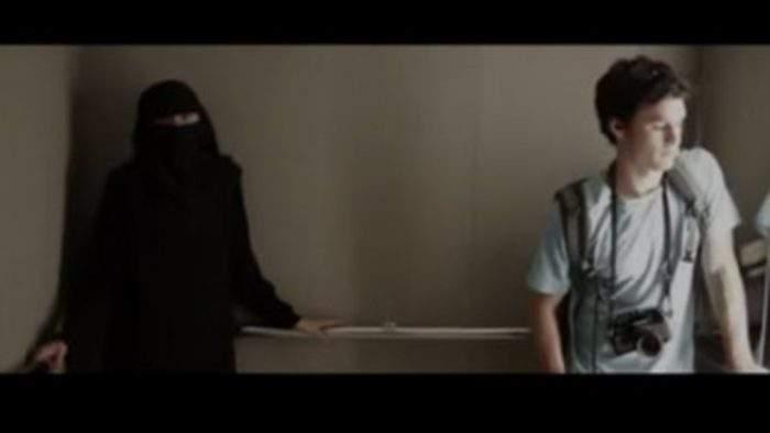 Tenía miedo de estar en el ascensor con ella. Pero cuando se quitó el velo.... 2