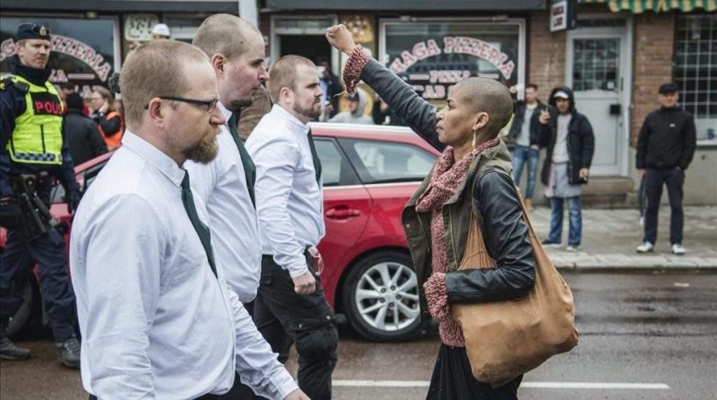 Una mujer desafía a 300 nazis en Suecia y se convierte en heroína e inspiración para millones 17