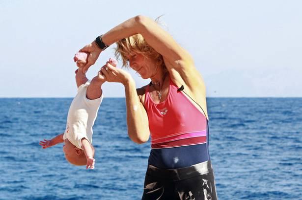"""La polémica nueva moda para padres alternativos: """"Yoga para bebés"""" 8"""
