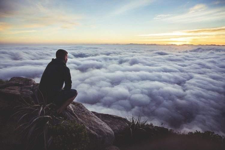 reservar algunos minutos al día para estar en completo silencio podría ser muy beneficioso para nuestro cerebro.