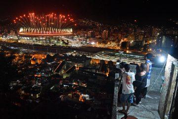 La foto viral que captura la gran desigualdad que vive el Rio de Janeiro olímpico 12