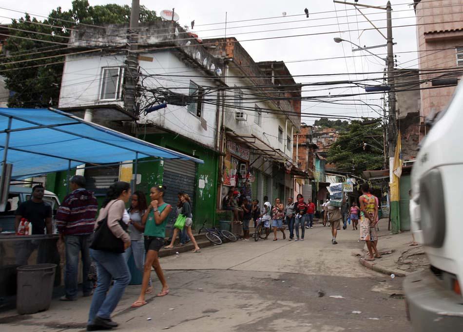 Entrada conocida como agujero caliente en la favela Mangueira, en el barrio de Maracaná.