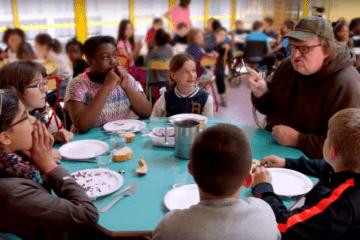 Michael Moore le saca los colores al sistema educativo de EE.UU. en este vídeo grabado en Finlandia 8