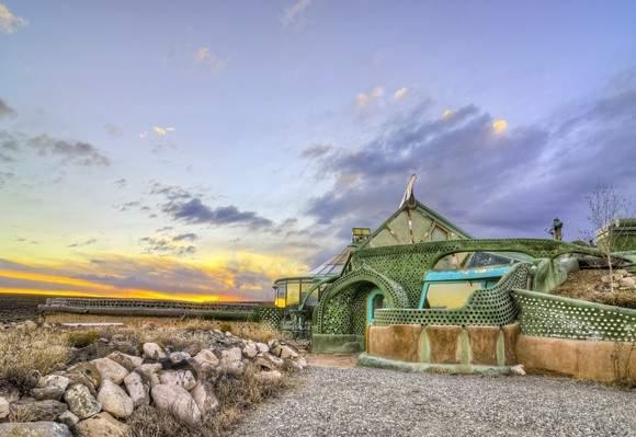 Earthship en Taos (Nuevo México). http://earthship.com/