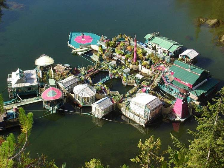 Construyen su propia casa flotante autosuficiente. Vivir off-the-grid. 2