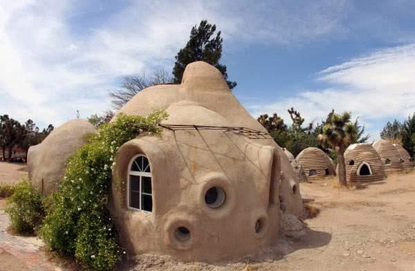 Casas ecológicas por 150 euros. La técnica del superadobe