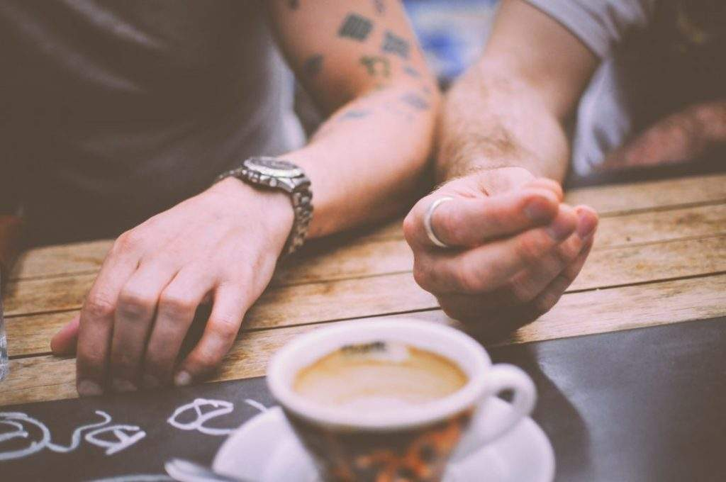 restaurant-hands-people-coffee