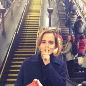 Emma Watson esconde libros feministas en el metro de Londres 7