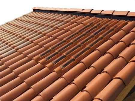 Imagen de las tejas solares de la empresa italiana REM S.p.A PLEXIGLAS®