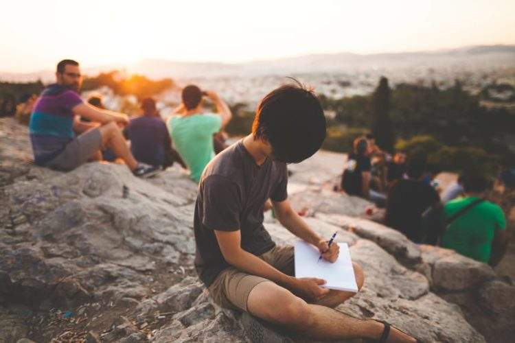 Escribir tus notas a mano y en papel le hace esto a tu cerebro. Demostrado. 1